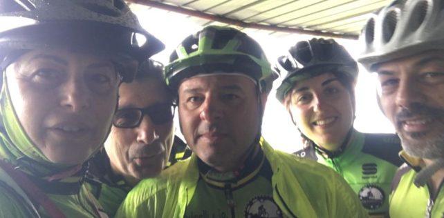 Sotto la pioggia ma sempre in bici!