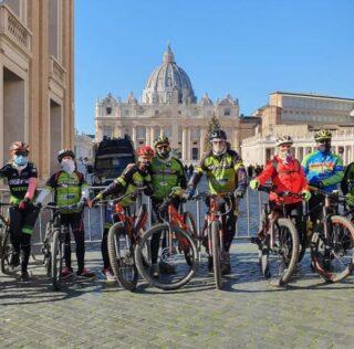 A Piazza San Pietro in MTB